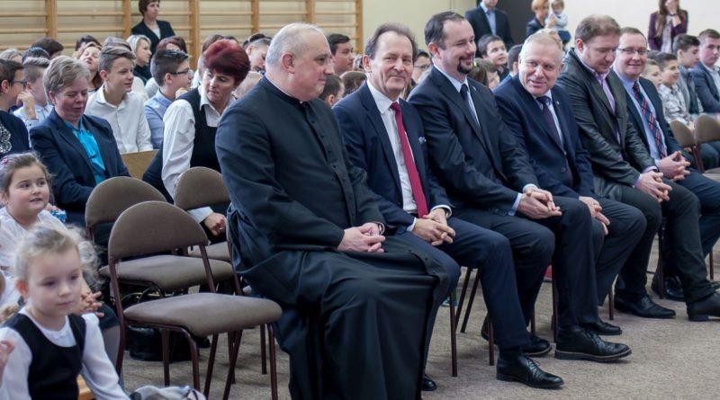 """""""Europejskie Boże Narodzenie"""" w Zespole Szkół w Olszynach"""
