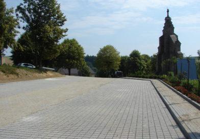 Parking przy kościele w Olszynach