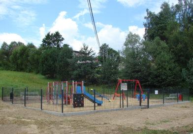 Budowa placu zabaw w Rzepienniku Strzyżewskim
