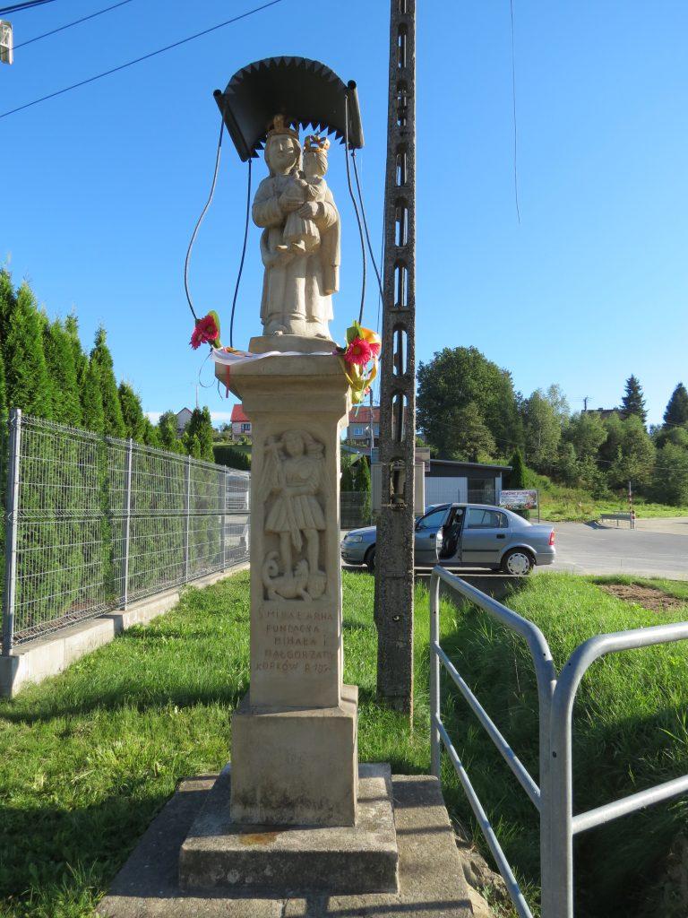 Figura Matki Boskiej z Dzieciątkiem w Rzepienniku Strzyżewskim