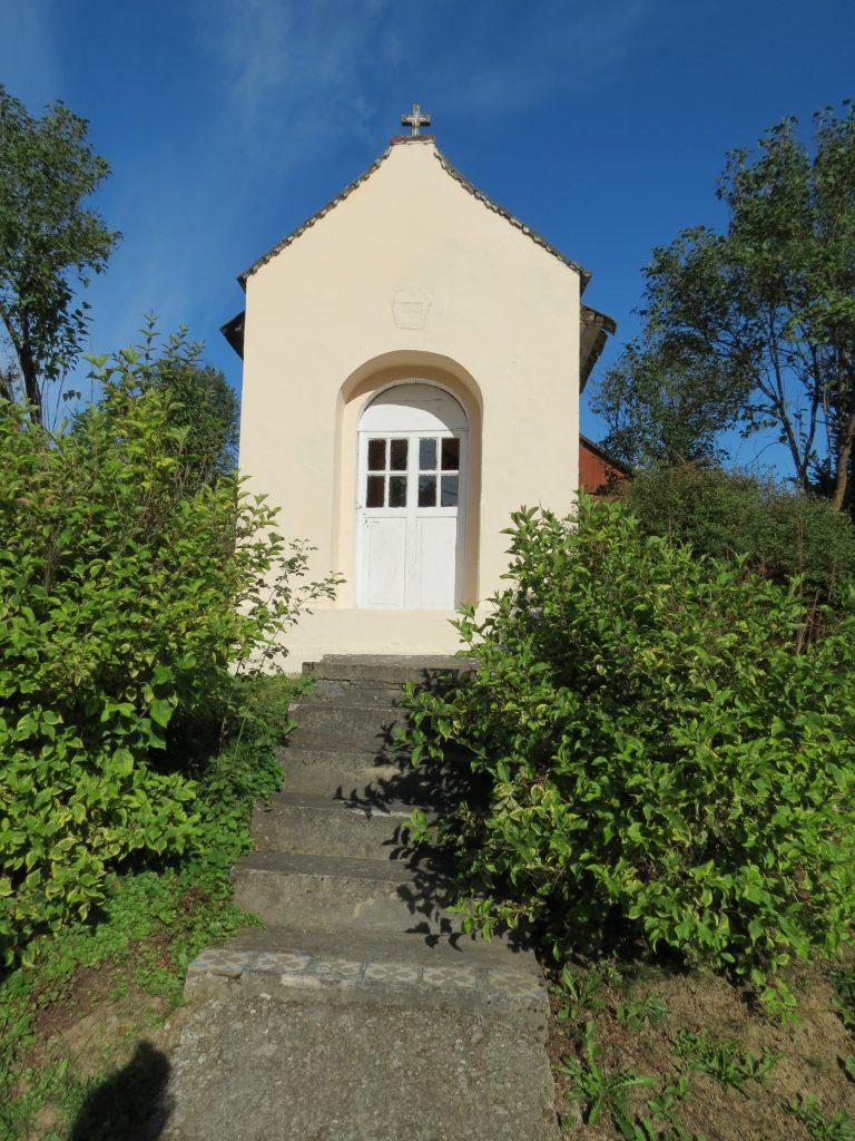Kapliczka domkowa p.w. Matki Bożej z Dzieciątkiem w Rzepienniku Biskupim